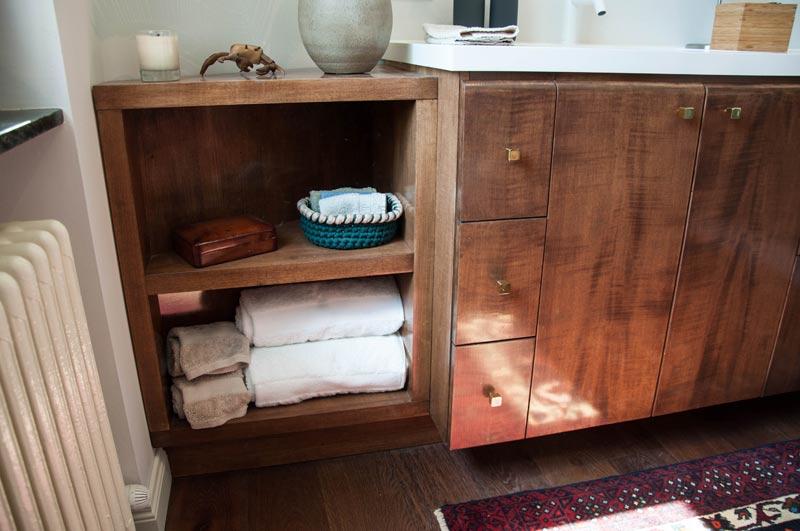 Mobile bagno in legno massello – MAUVRI